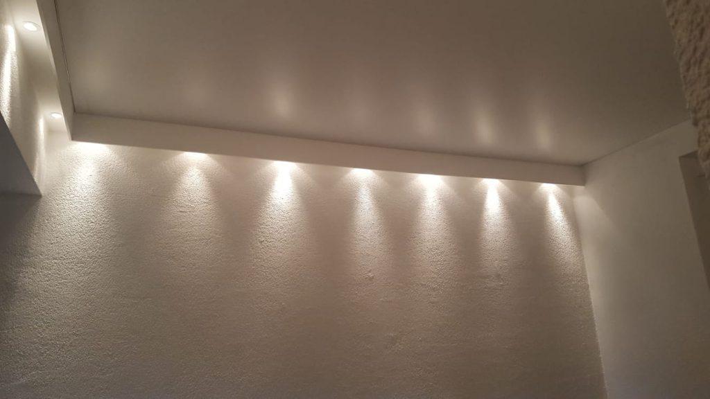 Spanndecke mit Lichtelementen